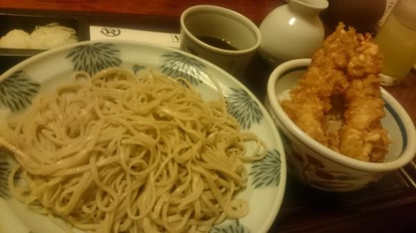 東京駅近くにある本陣坊のランチもりそばとエビ天丼