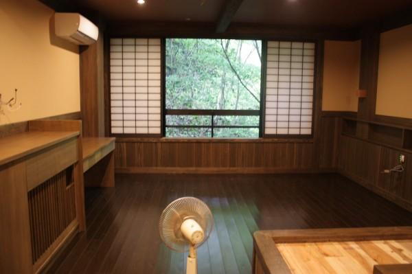 本館初のベットを設置した和洋室 ただいま清掃中